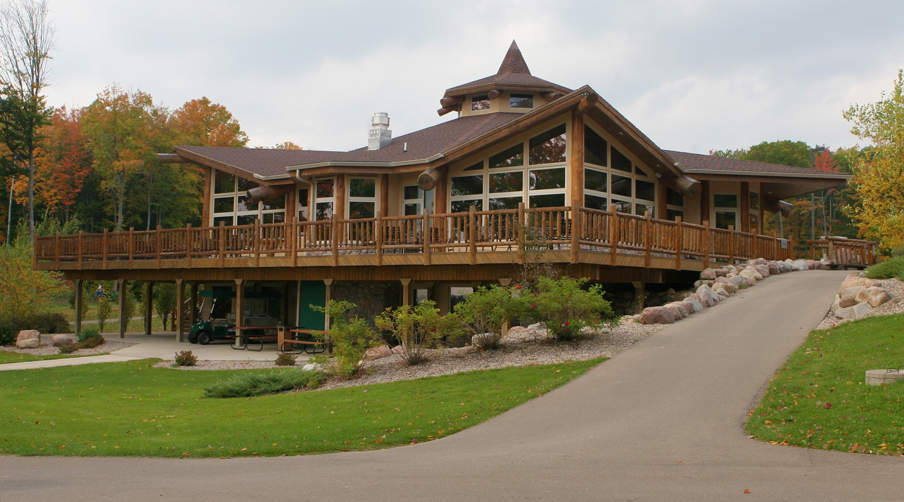 clubhouse-1000 - Pine Hills Golf Course